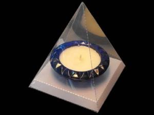Cutii in forma de piramida