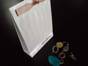 Pungi din hartie sacose hartie bijuterii Sacose hartie bijuterii cutii carton colorat ambalaj bijuterii 1356 5 1 300x225