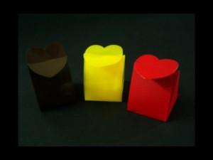 Cutiute plastic in forma de inimioare