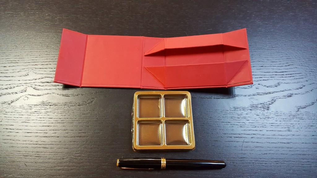 Cutie rigida cu magnet pentru 4 praline-bomboane -4