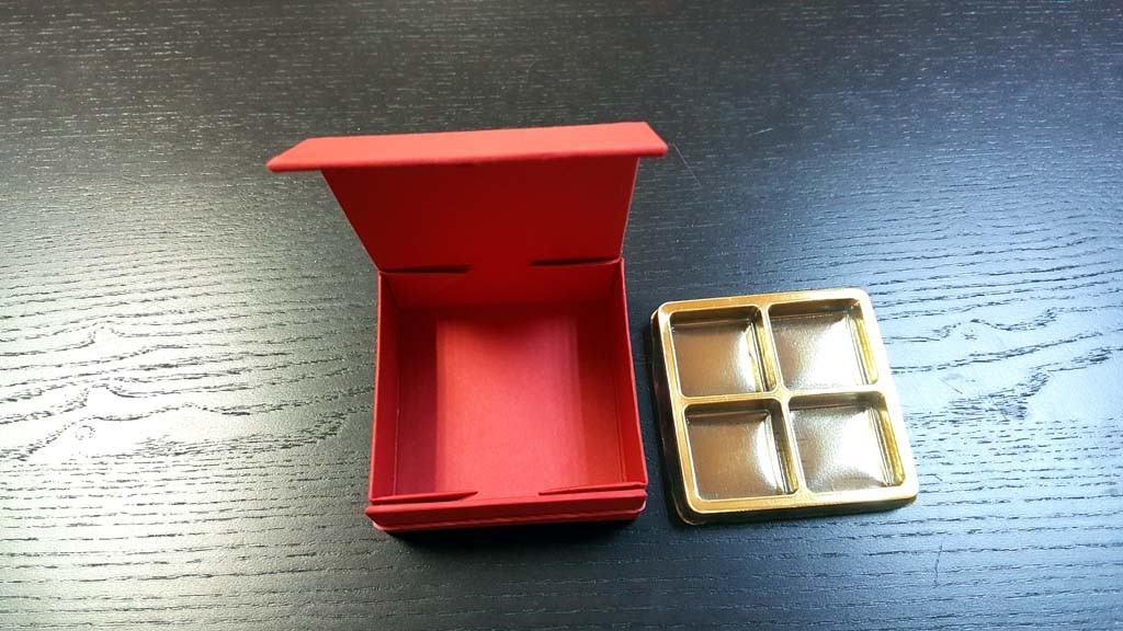 Cutie rigida cu magnet pentru 4 praline-bomboane - 6