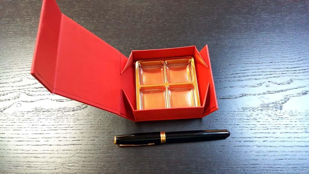 Cutie rigida cu magnet pentru 4 praline-bomboane - 7