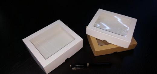 Cutie din carton cu fereastra din plastic
