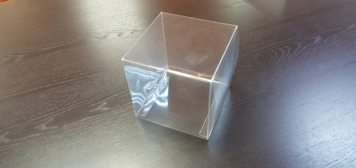 Cutii transparente