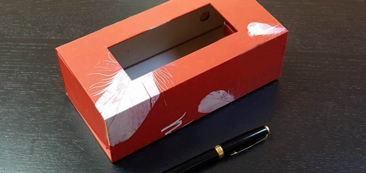 Cutie pliata din carton tare