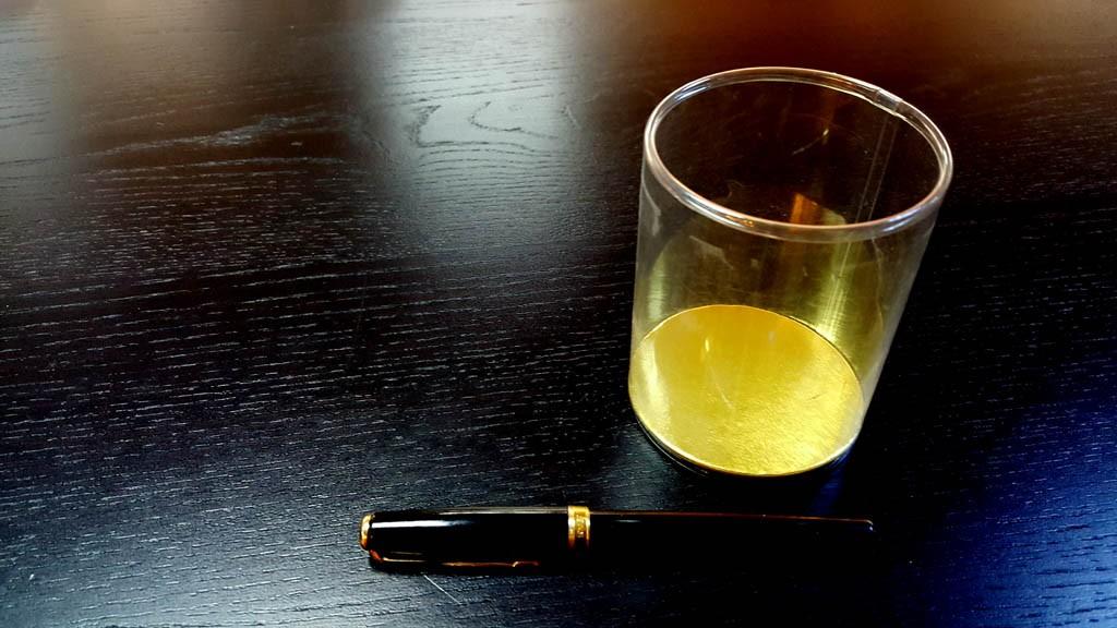 Cilindri transparenti cu baza este din carton gros si cu capac din plastic transparent - 1