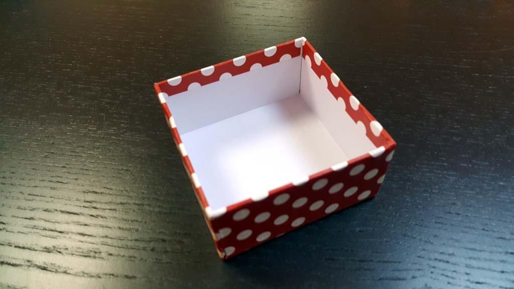 Cutie de lux pentru prajituri