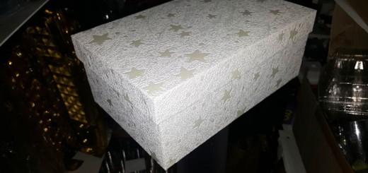 Cutii cu stelute pentru cadouri