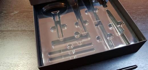 Cutie rigda cu capac pentru produse cosmetice